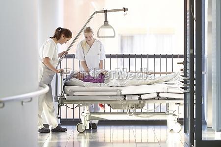 sygeplejersker patient hospital seng
