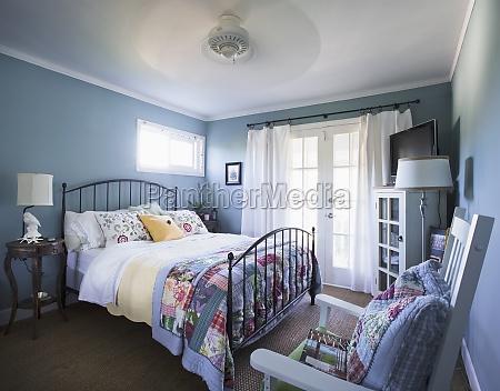 interior af sovevaerelse i hjemmet encinitas