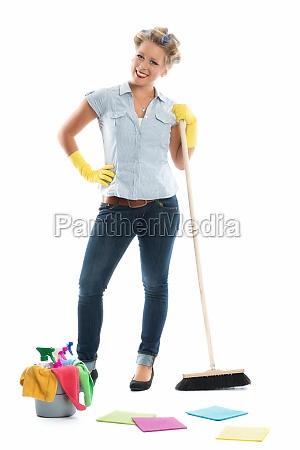 housewife med skovl og kost