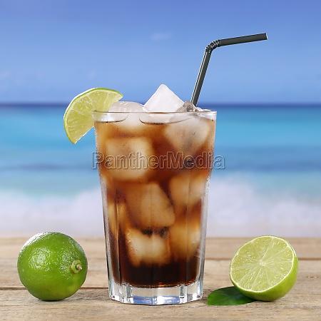 cola eller cuba libre cocktail drink