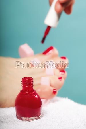fod pedicure anvender rode tanegle pa