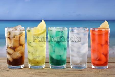 cola og limonade drikkevarer pa stranden