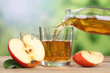 aeblejuice haeld rodt aeble om sommeren