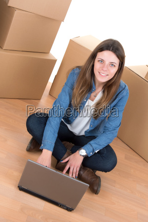 girl, with, boxes - 11971190