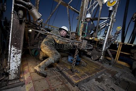 borere arbejder pa boredaekket af en