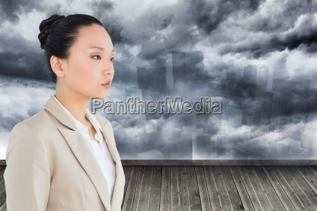 sammensat billede af unsmiling asiatiske forretningskvinde
