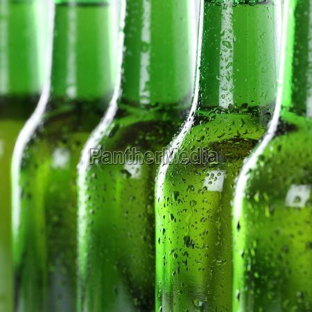 flaske ol med vanddraber