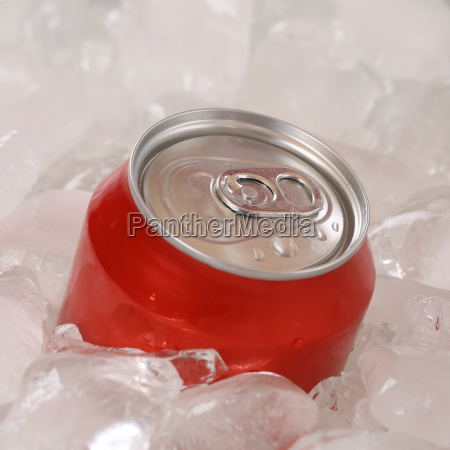 cola drikker i en dase pa