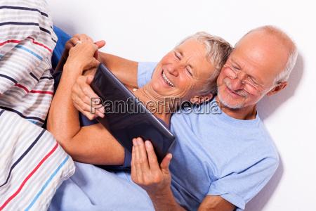 oap par med mand og kvinde