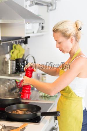 ung mor madlavning derhjemme