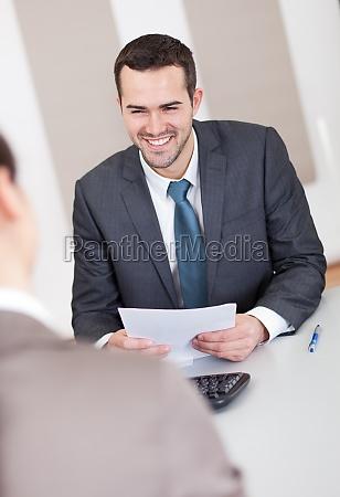 unge forretningsmand pa interviewet