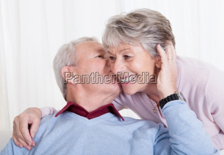 portraet af glade senior elskende par
