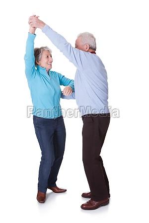portraet af senior par dancing
