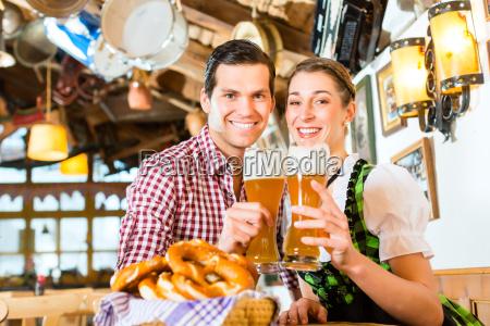 couple drinks hvede ol pa bavarian