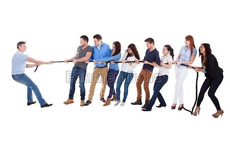 gruppe af mennesker der har krig