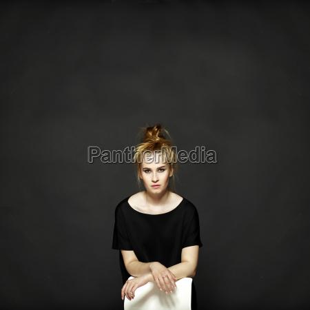 portraet af ung kvinde