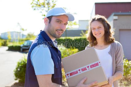 levering over en parcel til kunden