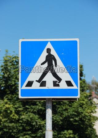 skilt signal ga gaende gar fodgaenger