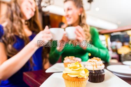cafe fnise smiler kvinde kvinder te
