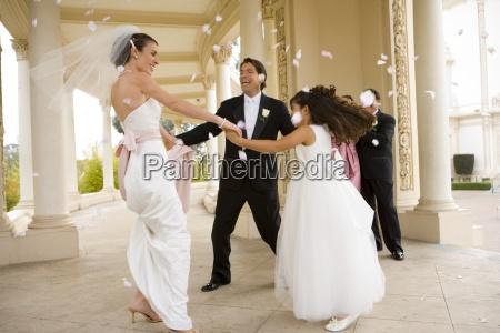 brud og brudgom dans med brudepige