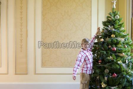 dreng 7 9 haengende dekoration pa