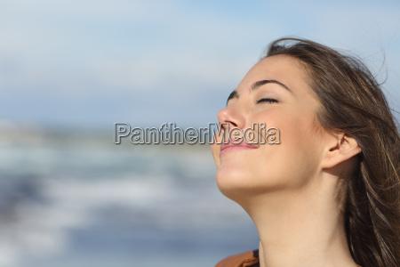 naerbillede af en kvinde indander frisk