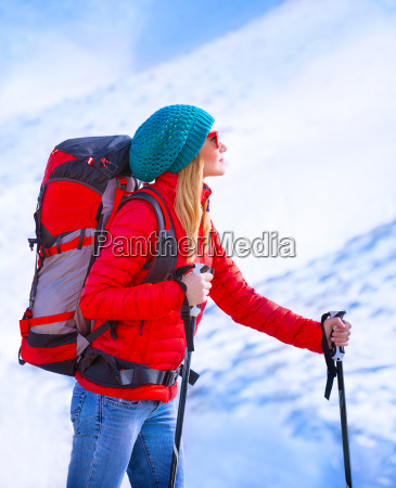 glad pige palying ski