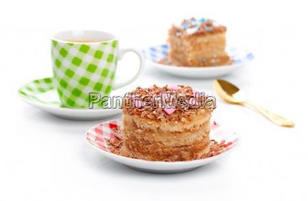 sod dessert kage med kop kaffe