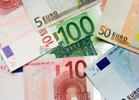 pengeinstitut bank betale udbetale euro montfod