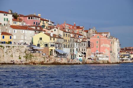 hus bygning huse farverig staerkt farvet