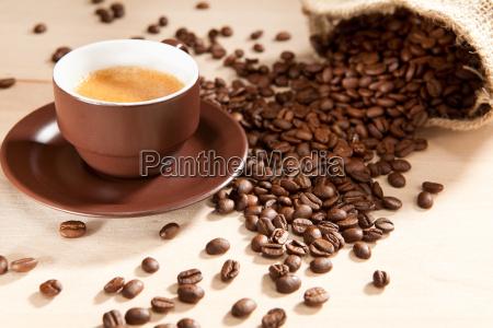 en kop kaffe og bonner fra