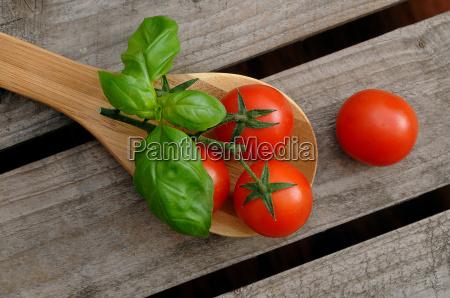 tomater pa en madlavning skeen