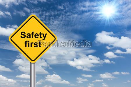 sikkerhed forste tegn banner og skyer