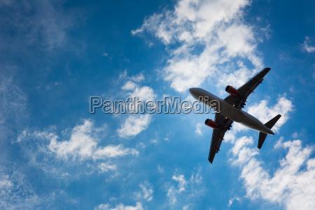 morke silhuet af et fly flyver