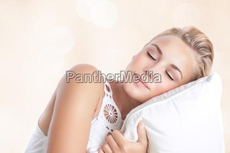smuk kvinde sovende