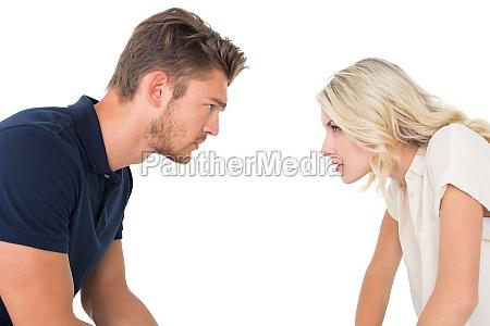 ungt par har forholdsproblemer