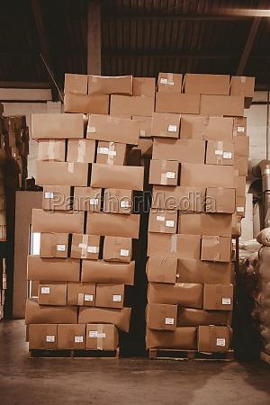 papkasser i lageret