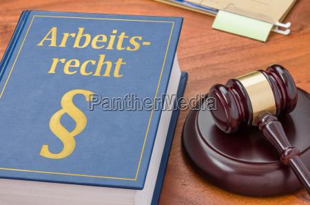 retsregler med dommer hammer arbejdsret