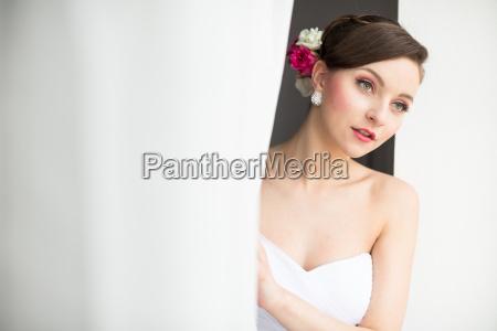 smuk brud pa hendes bryllupsdag farve