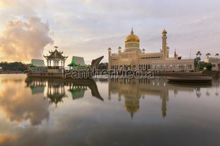 sultan omar ali saifuddien mosque i