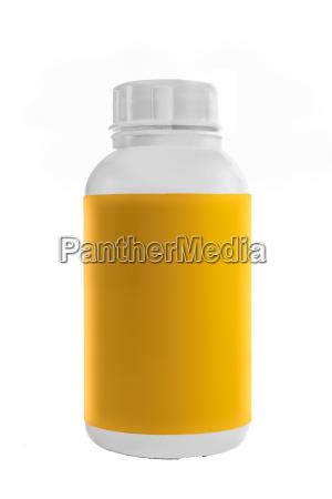 hvid plastikbeholder med gul etiket og