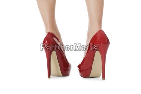 attraktive kvindelige ben med rode hoje