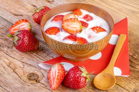 jordbaer yoghurt