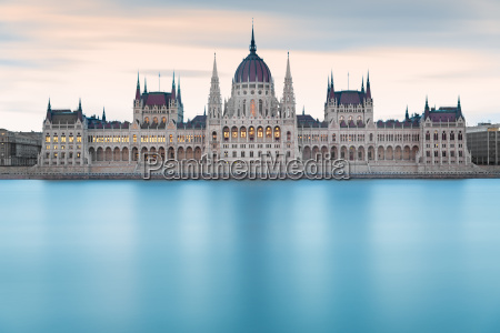 hungarian parliament building for daggry budapest