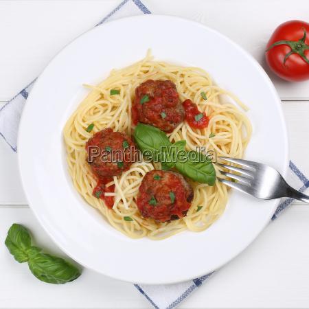 italiensk kokken spaghetti med kodboller nudler