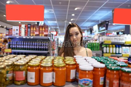 ung kvinde shopping
