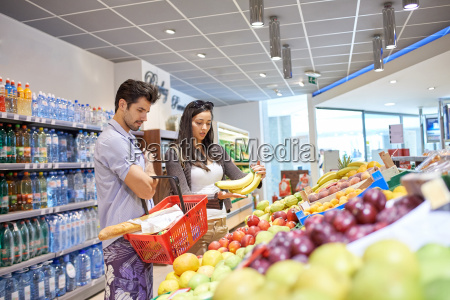 par shopping i et supermarked