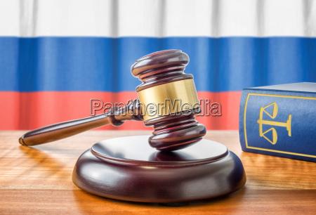 hammeren og loven bog rusland