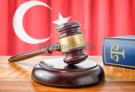 hammeren og loven bog tyrkiet
