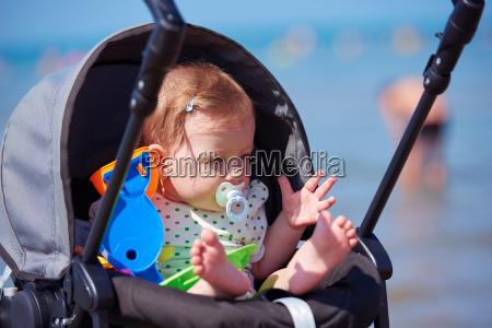portraet af baby i transport